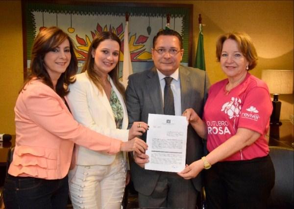 Assembleia firma convênio para realização de 1.700 mamografias gratuitas