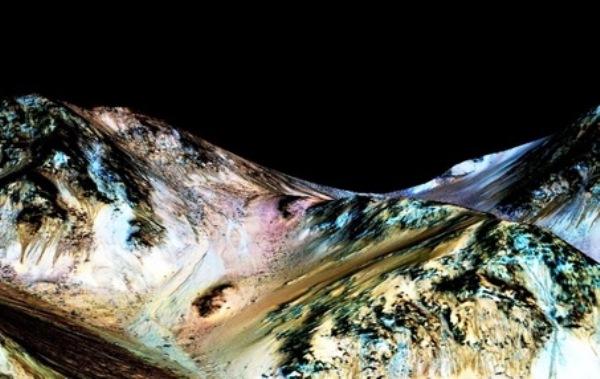 Nasa apresenta provas concretas de água líquida e corrente em Marte